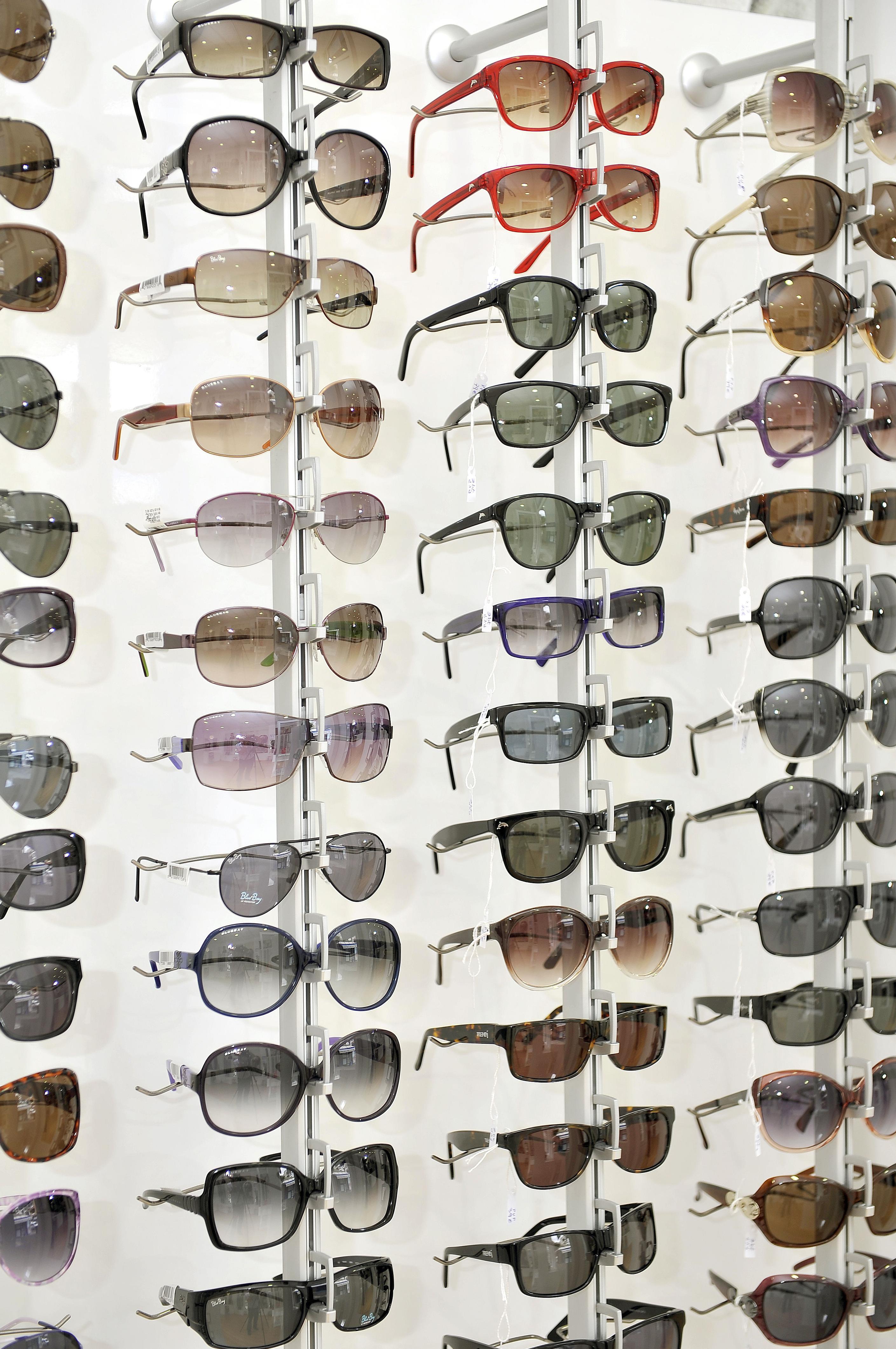Canarias Decofarma. Estanterías para gafas