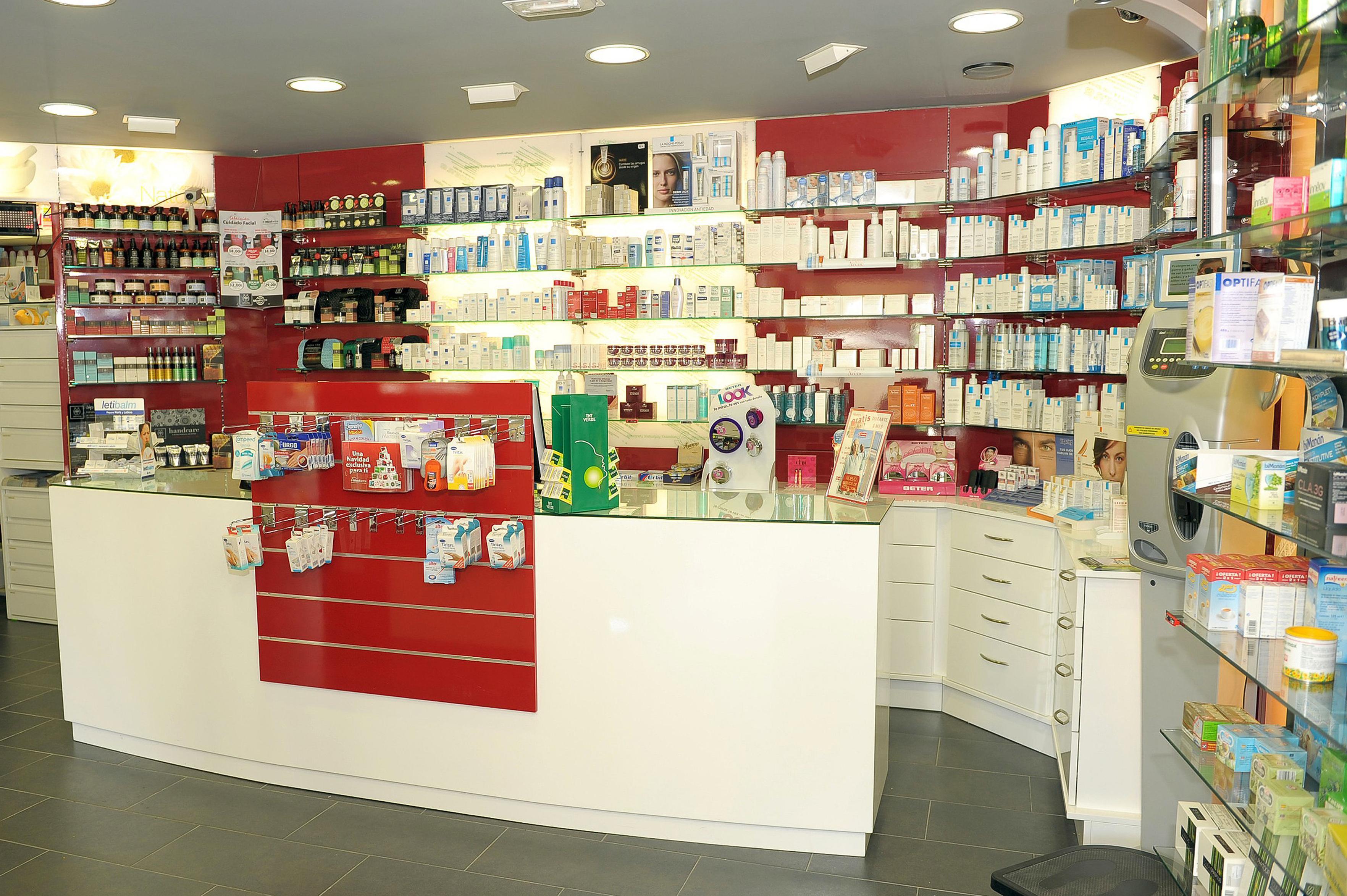 Canarias Decofarma. Estanterías para farmacias en Tenerife