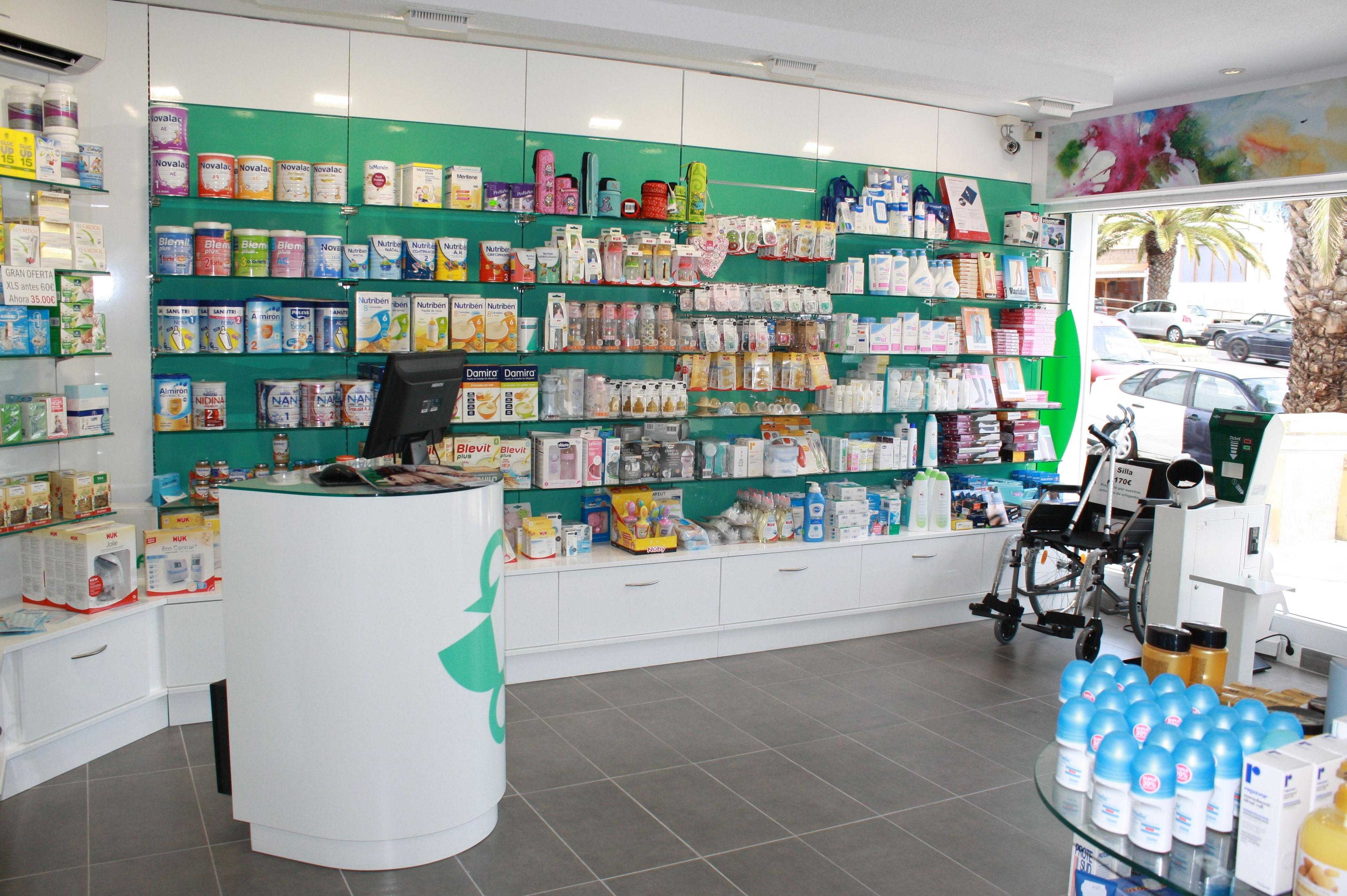 Reformas y equipamiento de farmacias en Santa Cruz de Tenerife