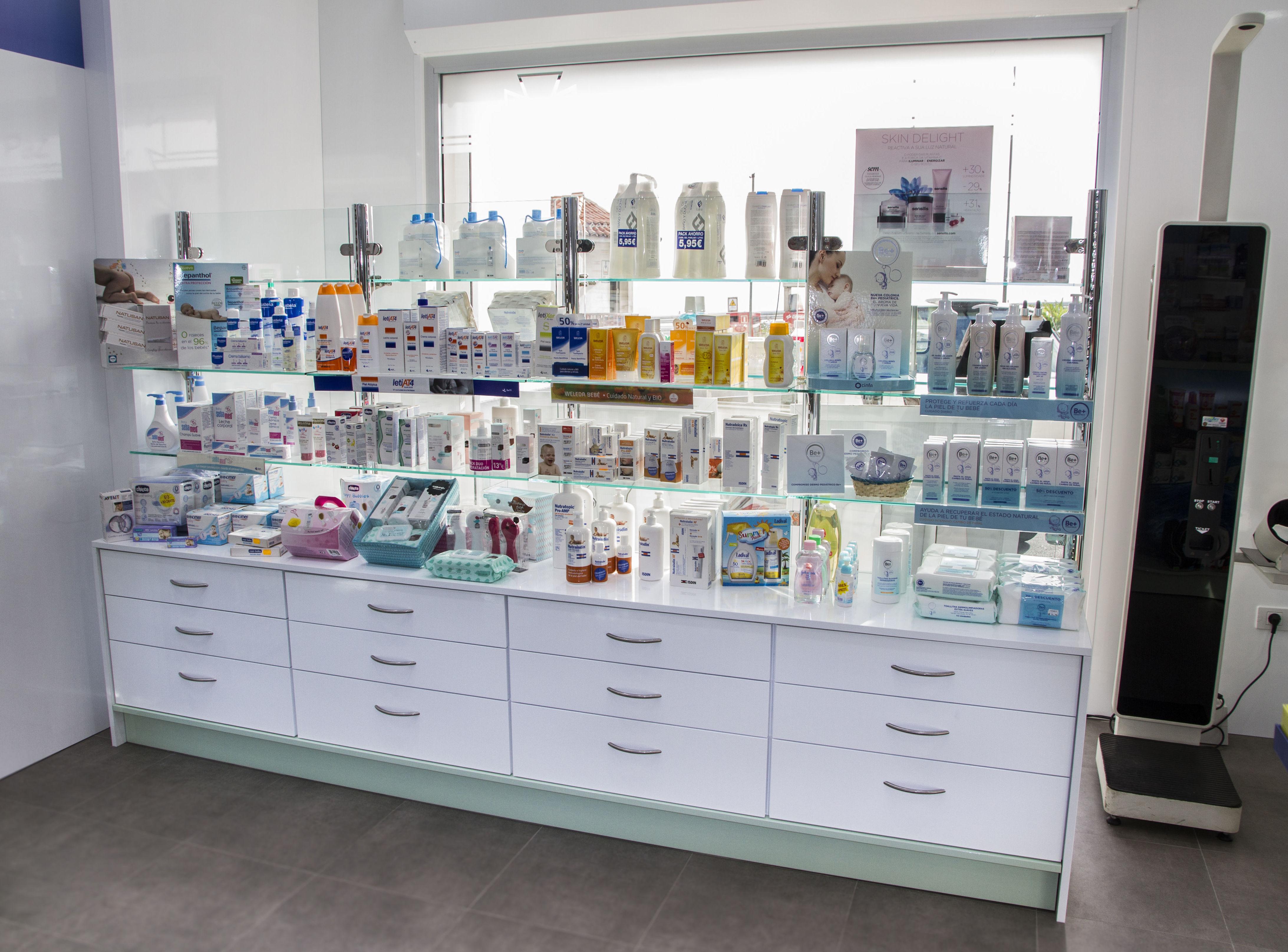 Módulos lineales de exposición: Productos y servicios de Canarias Decofarma                                   -             Imeldo Rodríguez Vázquez