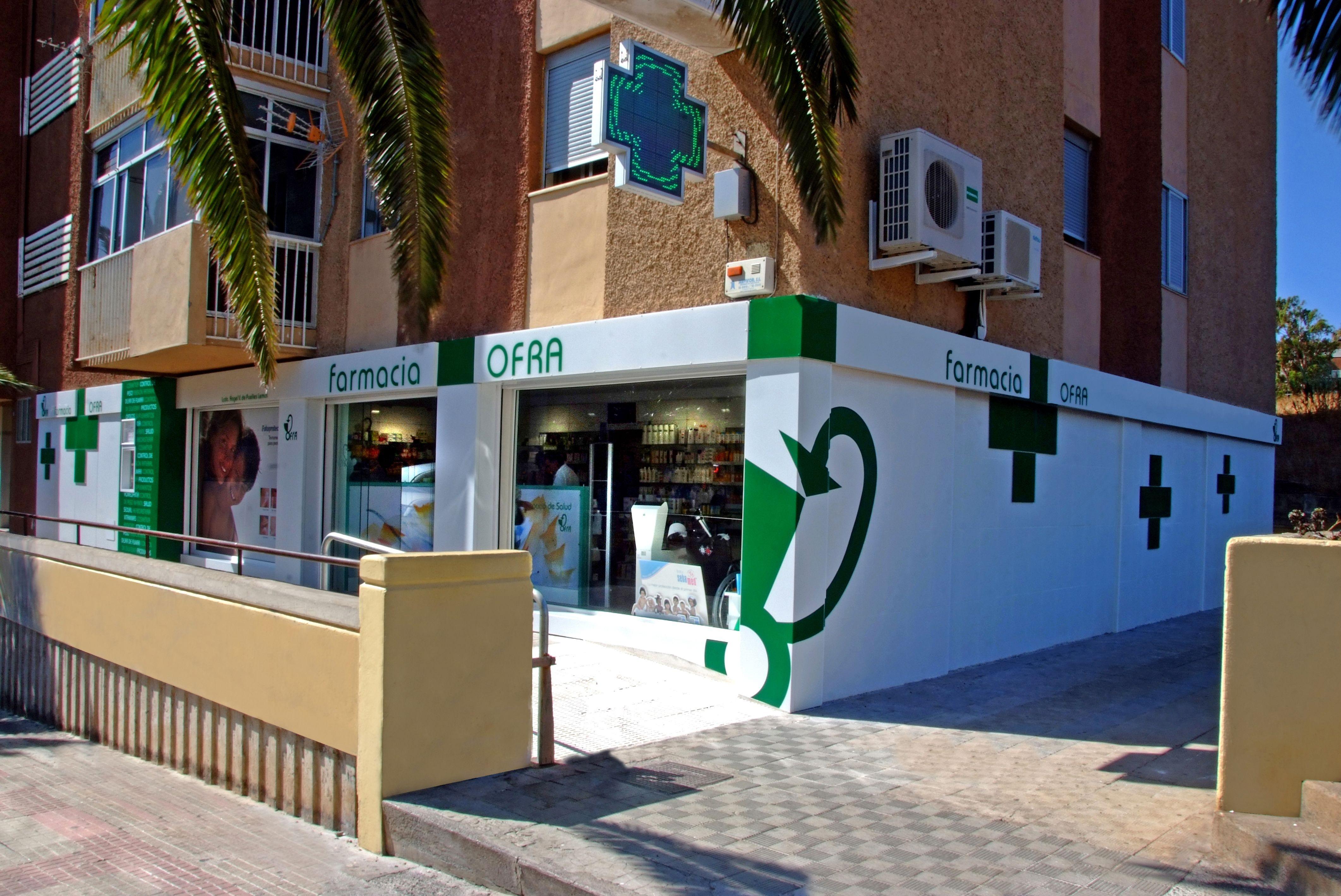 Diseño de fachadas de farmacias en Santa Cruz de Tenerife