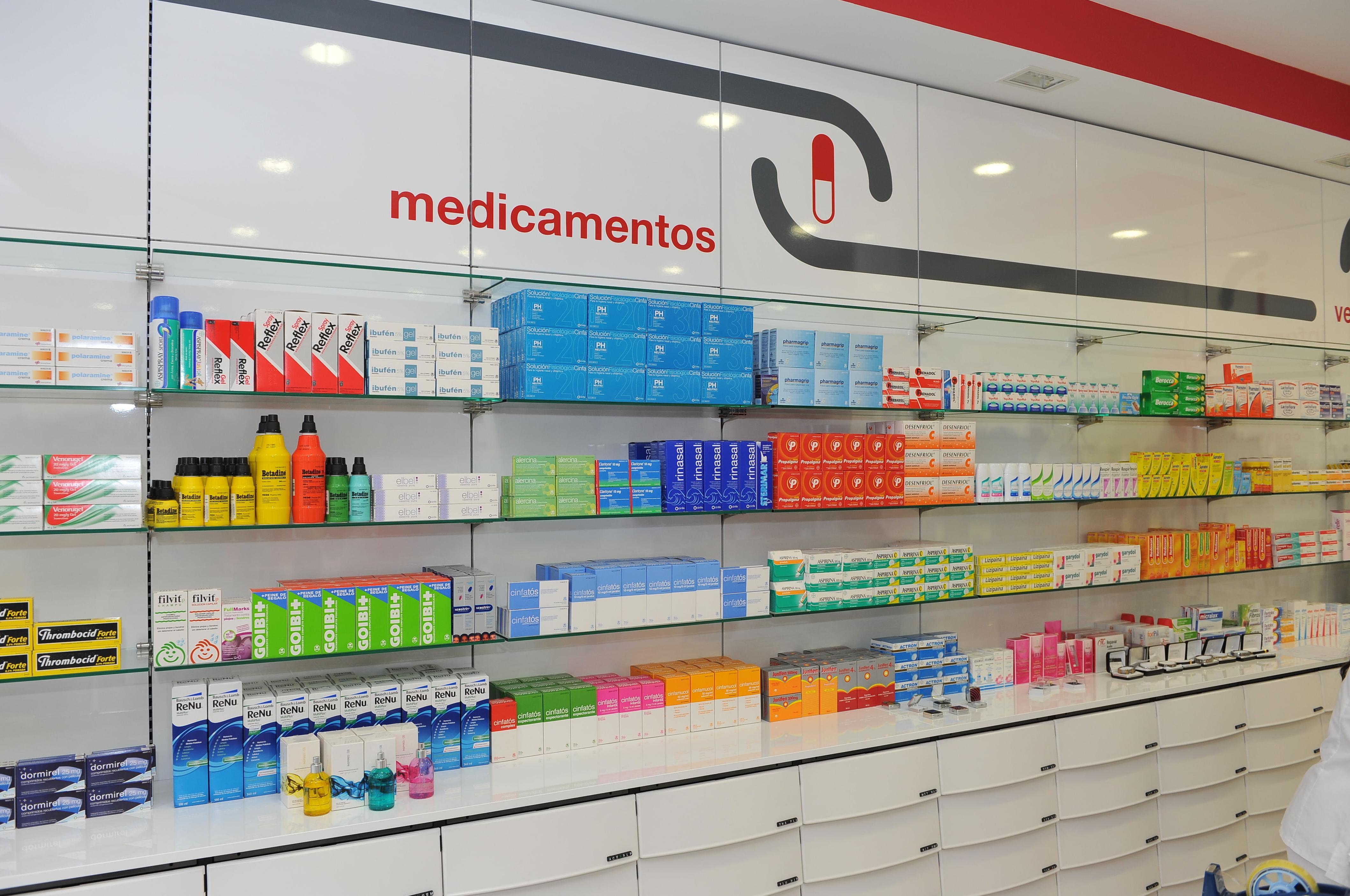 Canarias Decofarma. Estanterías para farmacias