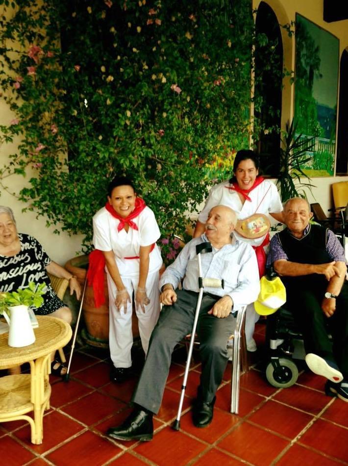 Asistencia a actividades programadas: Servicios de Residencia Santa María del Camino