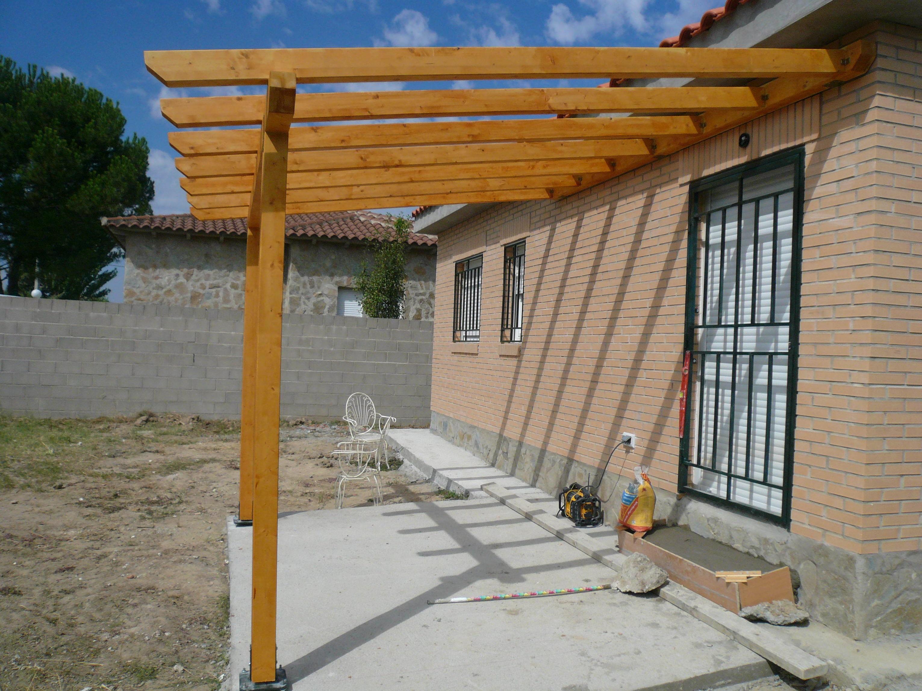 porche de madera sin terminar