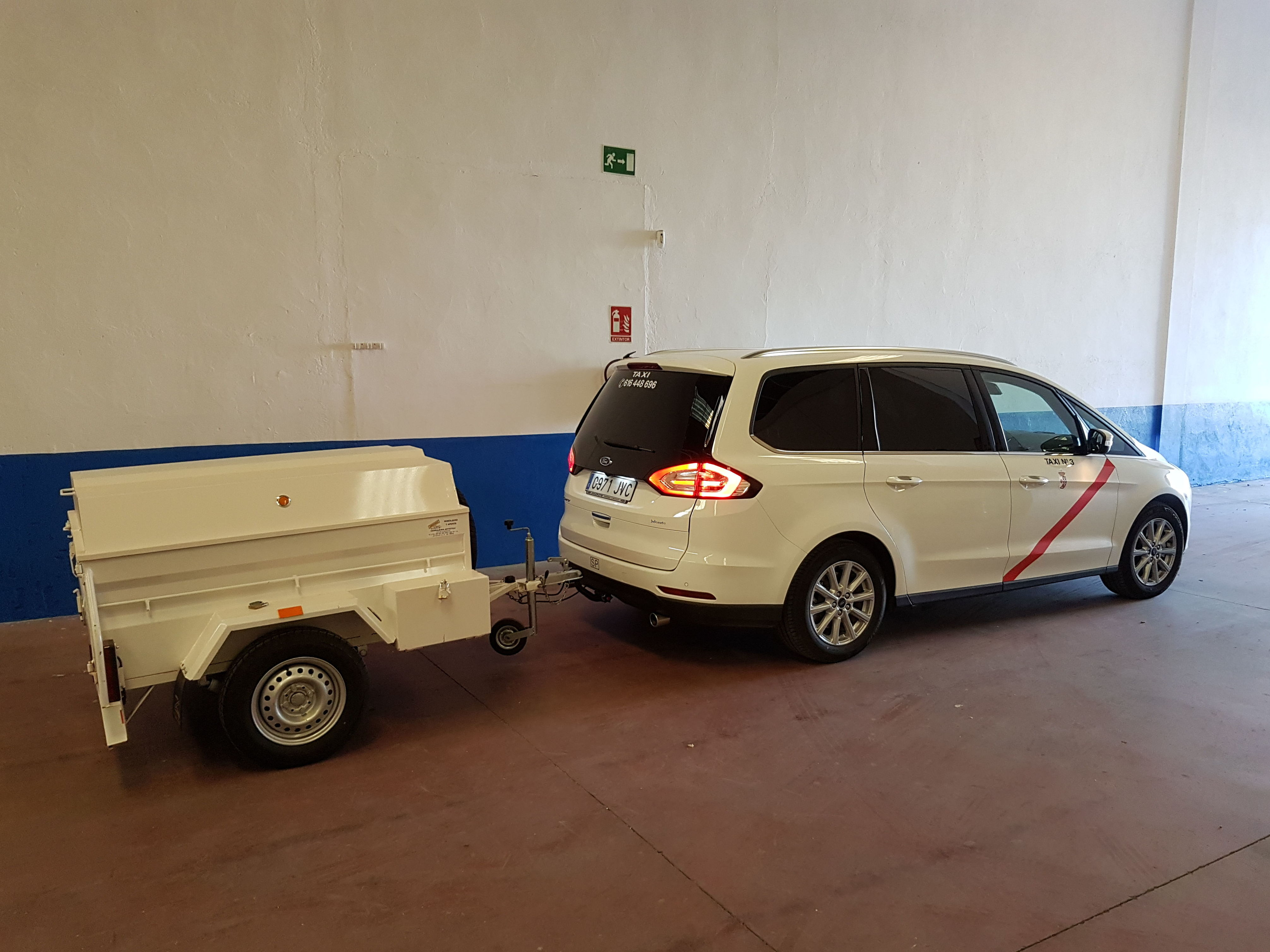 Foto 9 de Servicio de taxi las 24 horas en Valdepeñas   Victoriano Alhambra Taxi