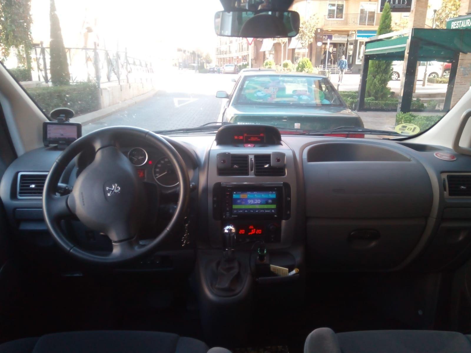 Flota: Servicios de Victoriano Alhambra Taxi