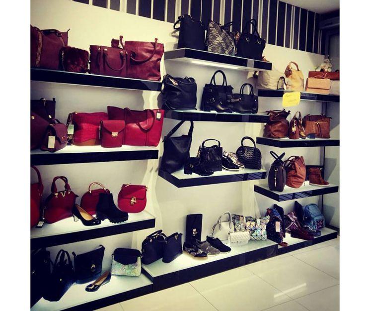 Tienda de zapatos, bolsos y complementos en Zaragoza