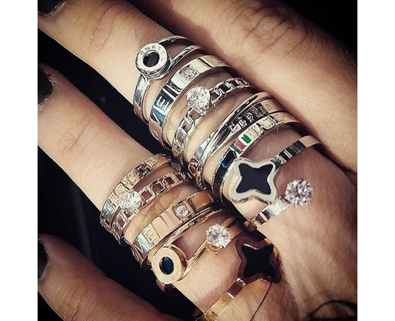 Gran variedad de anillos de acero