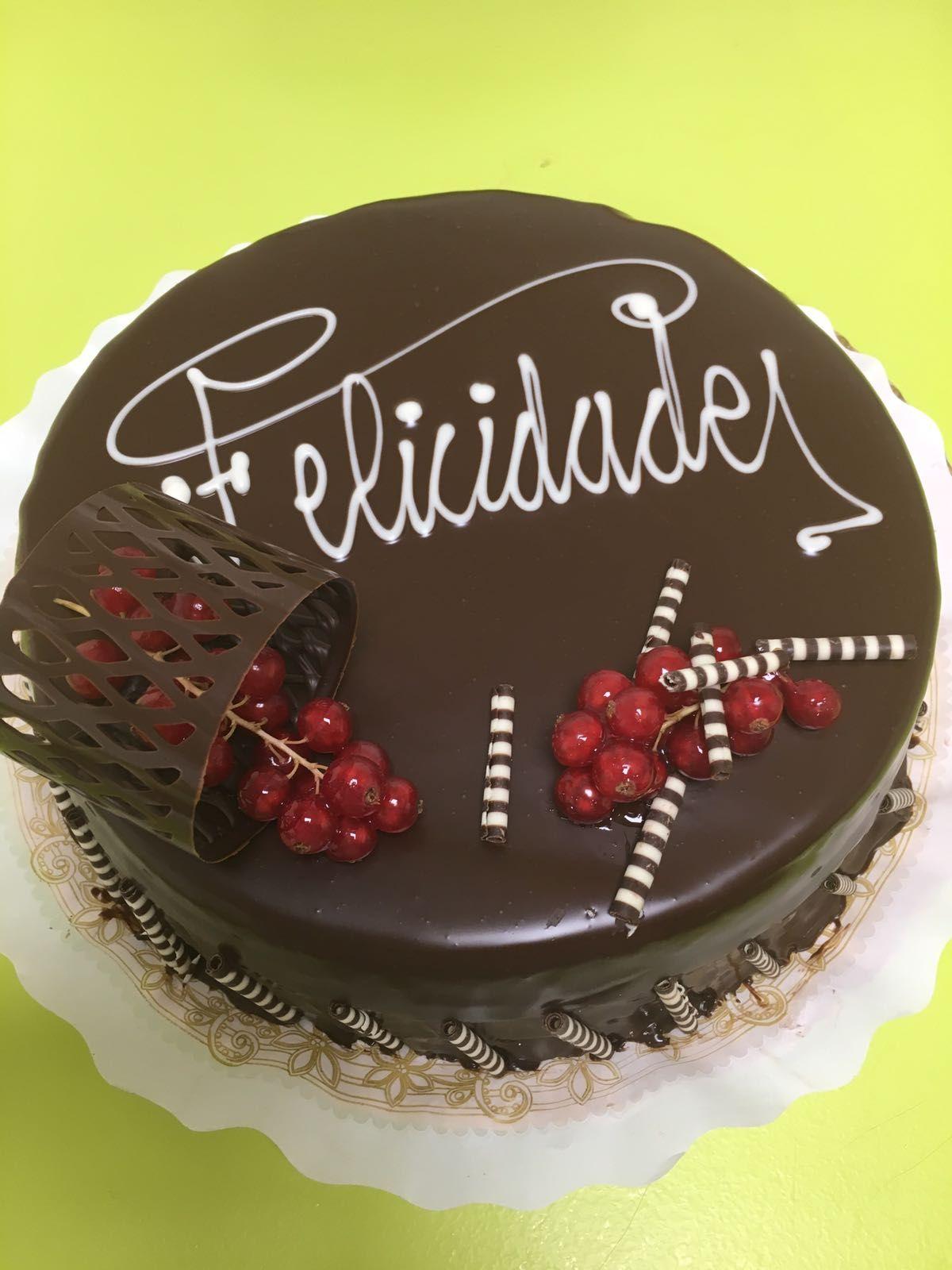 Tartas con felicitación en Torrelaguna