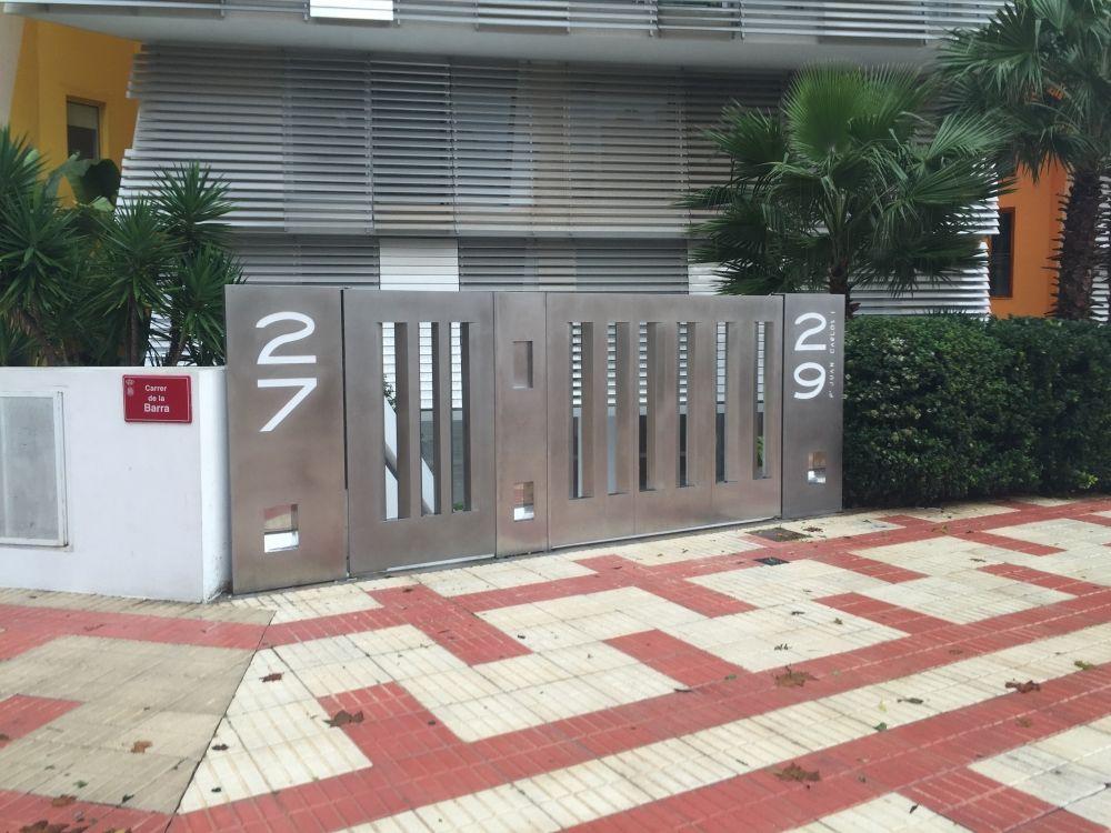 Fabricación e instalación de puertas de entrada en Ibiza