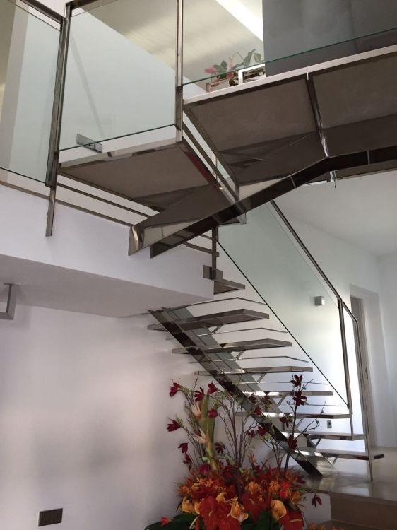 Instalación de barandillas metálicas y de cristal en Ibiza
