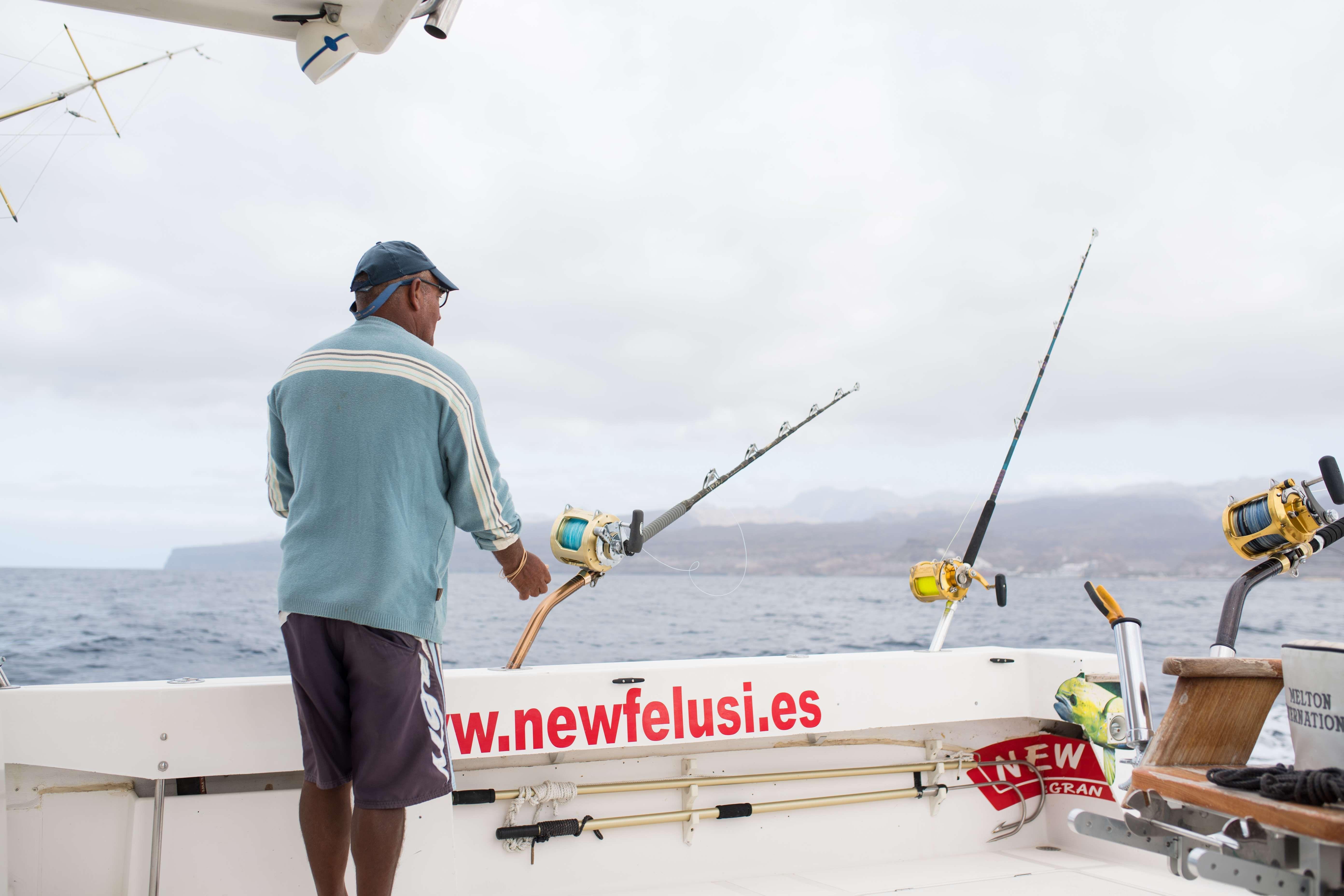 Pesca desde barco en Gran Canaria