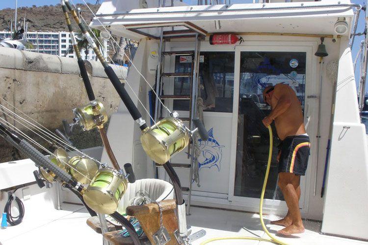 Barco totalmente equipado para realizar tu deporte favorito, las pesca