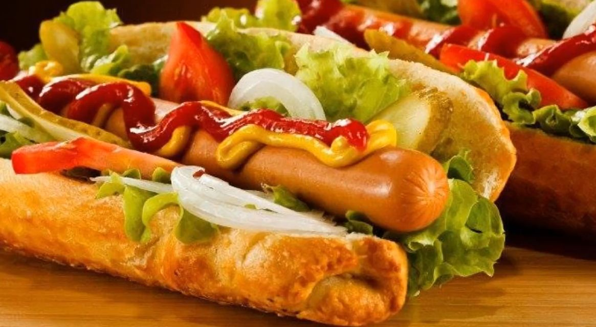 Hot Dogs: Carta de Hamburguesería Ni + Ni - = Justo