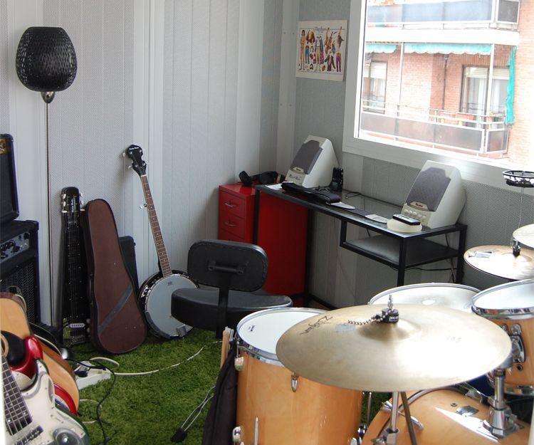 Sala de ensayo independiente en terraza de vivienda