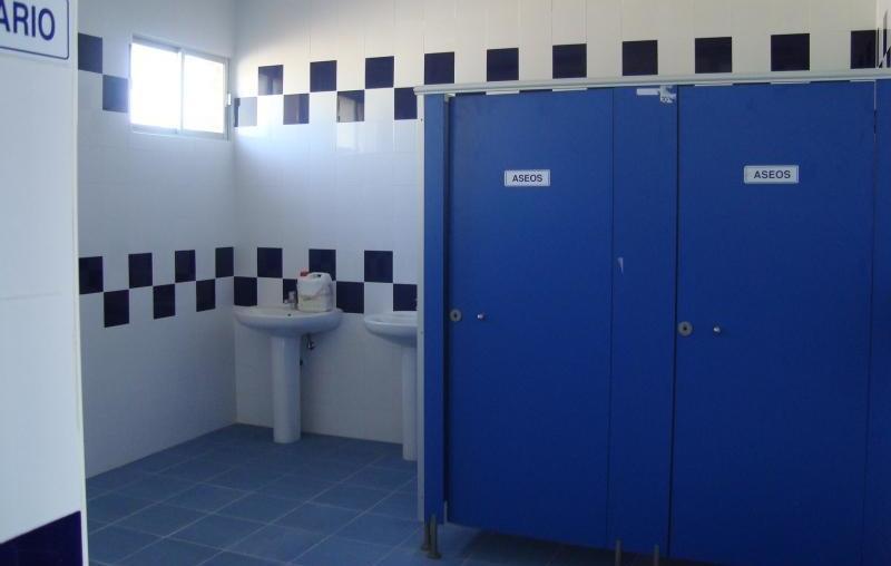 Mantenimiento de vesturarios y aseos en piscinas: Productos y servicios de Macool Limpiezas, S.L.