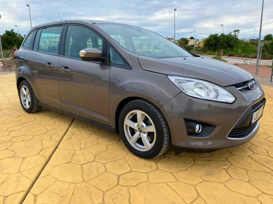 FORD GRAND-CMAX AUTOMATIC: Taller y concesionario de Elite Garage