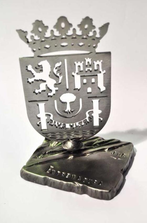 Pisa papeles de forja escudo Extremadura ref.12013