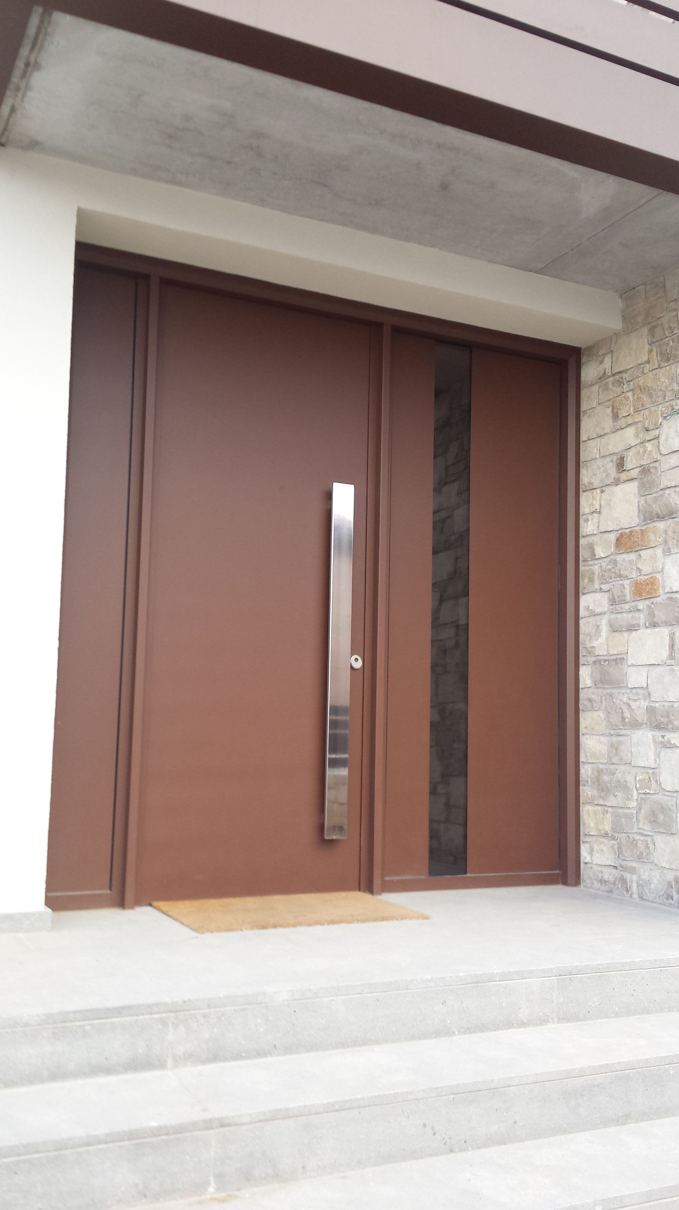 puerta de aluminio oculta