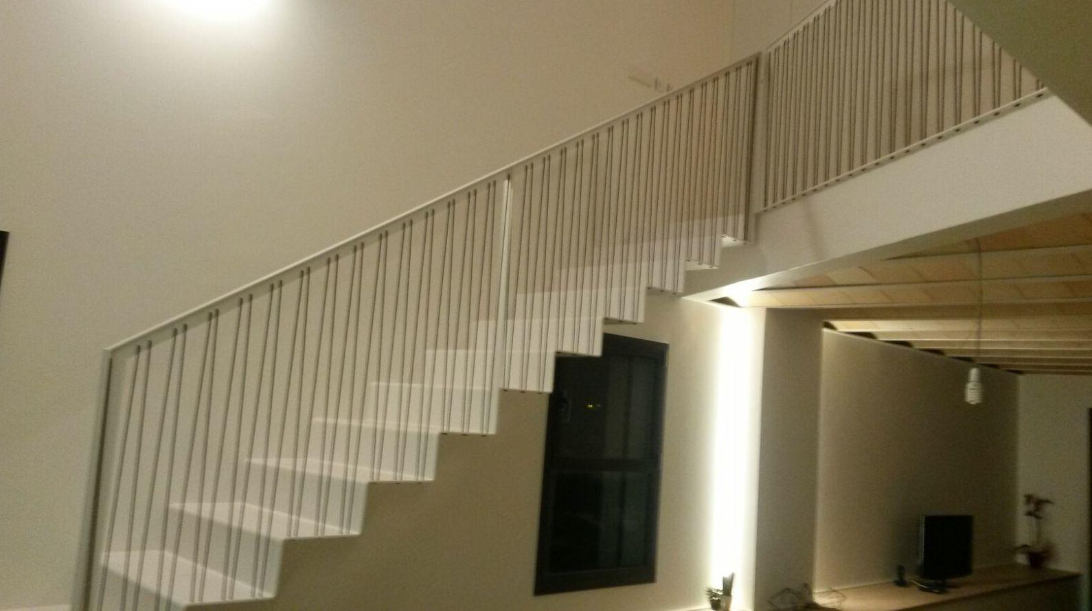 escalera de xapa plegada
