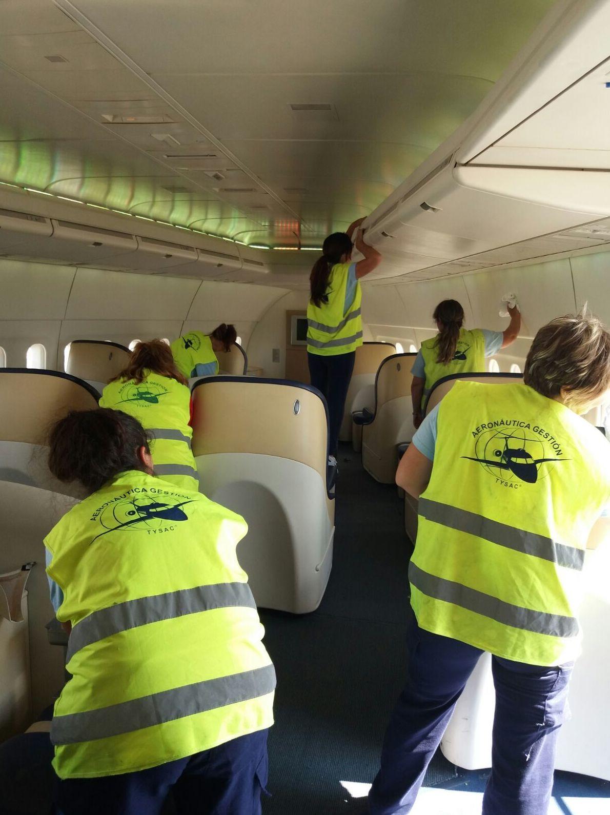 Interior Cleaning: Servicios de AERONÁUTICA GESTIÓN