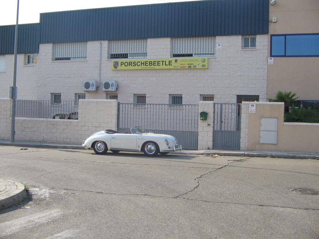 Porschebeetle junto a posche 356