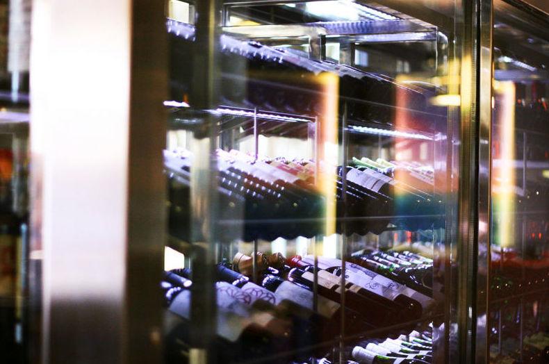 Cava de vino con más de 1.500 botellas