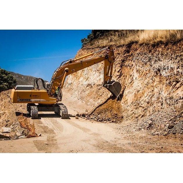 Excavaciones en piedra: Servicios de Adara Excavaciones, Movimiento Tierra y Áridos, S. L.