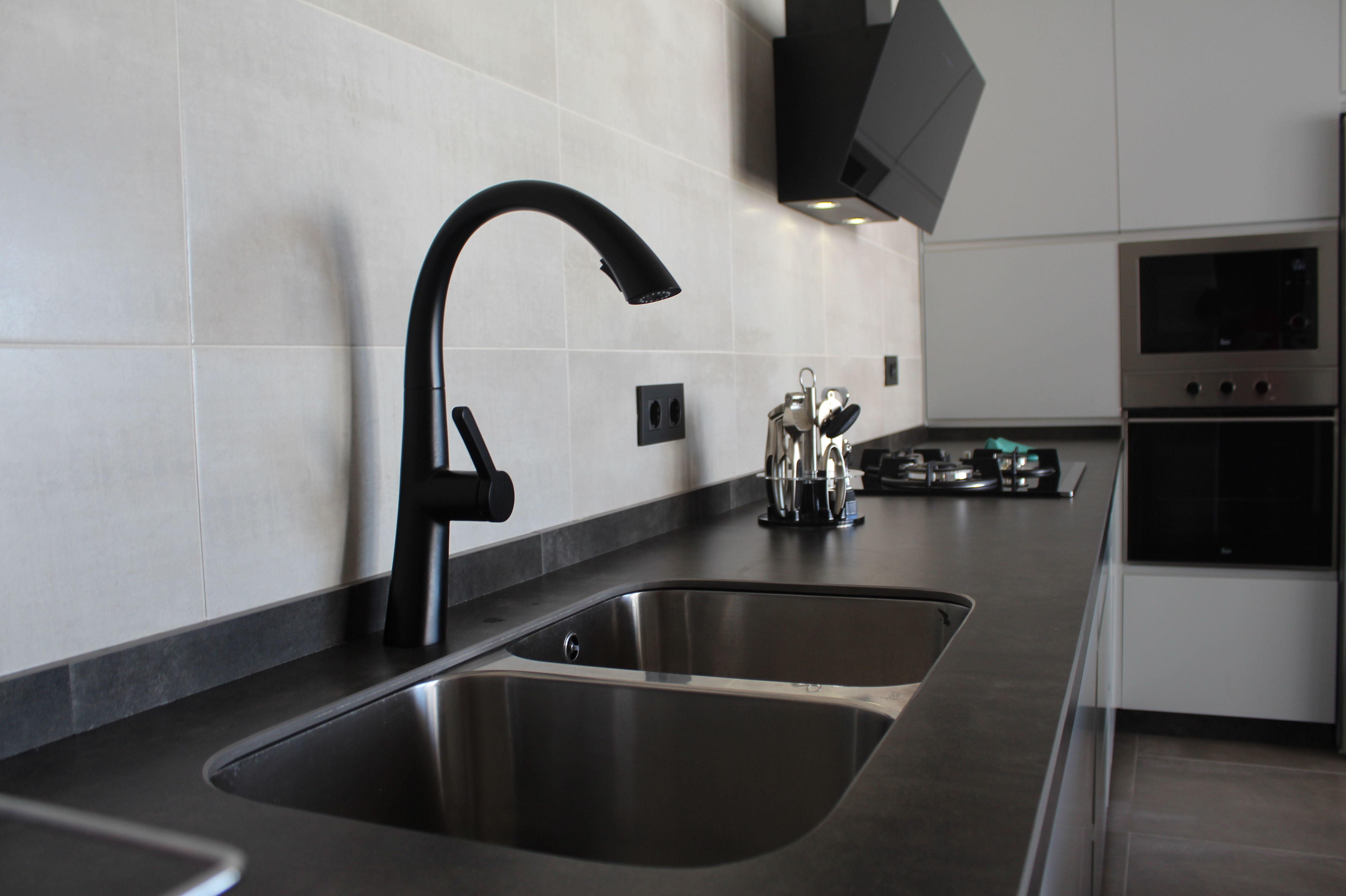 Cocina serie Luxe con encimera color óxido. últimas tendencias en diseño de cocinas