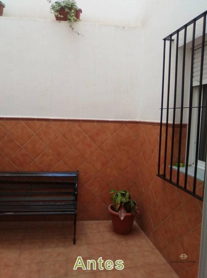 Restauración de mobiliario, azulejos y rejas