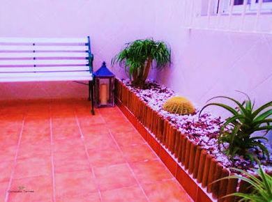 Ideas para renovar el jardín con poco dinero. Jardineras