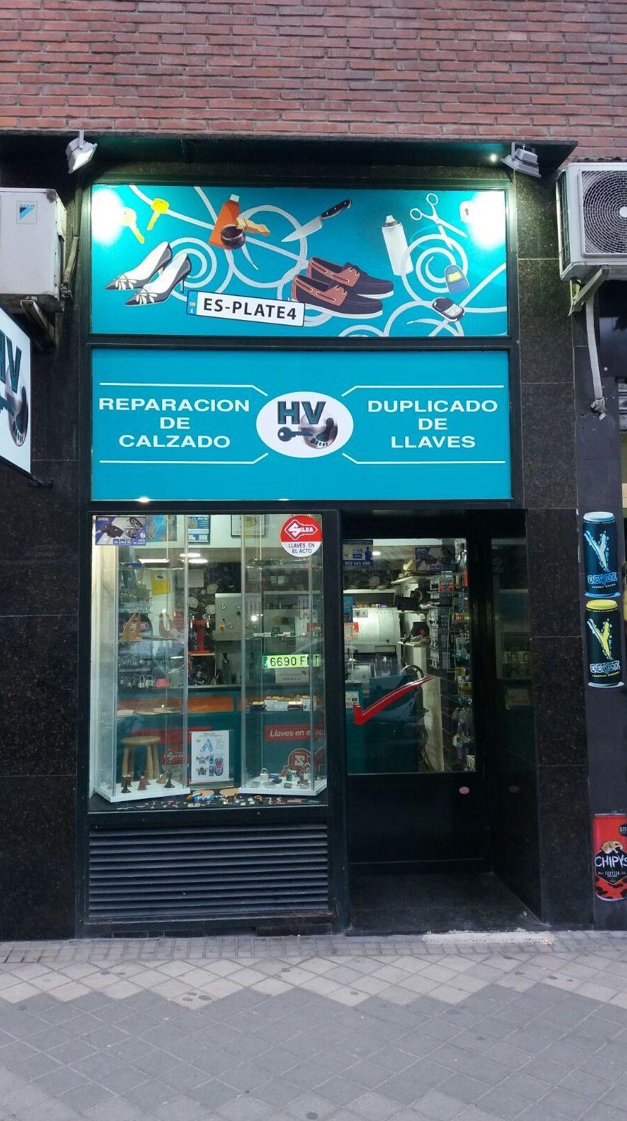Fachada de nuestra tienda en la calle Clara del Rey, 81
