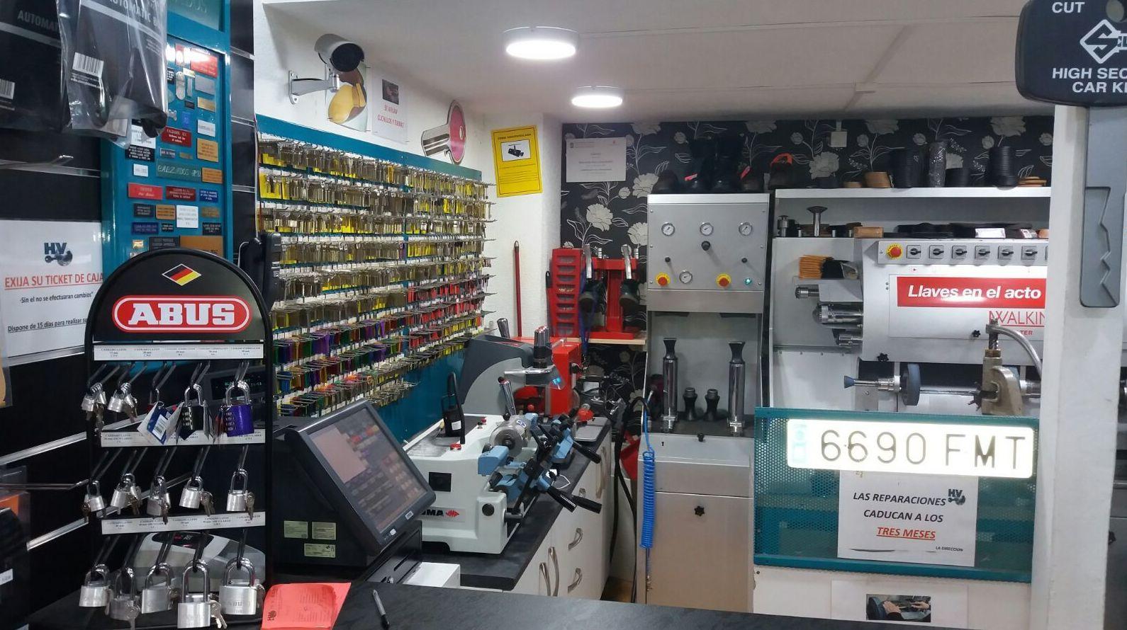 Programación de mandos de coches de todas las marcas - Tienda calle Clara del Rey, 81