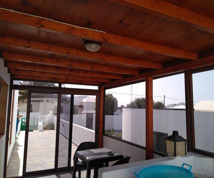 Trabajos de cerramientos de terrazas en Lanzarote