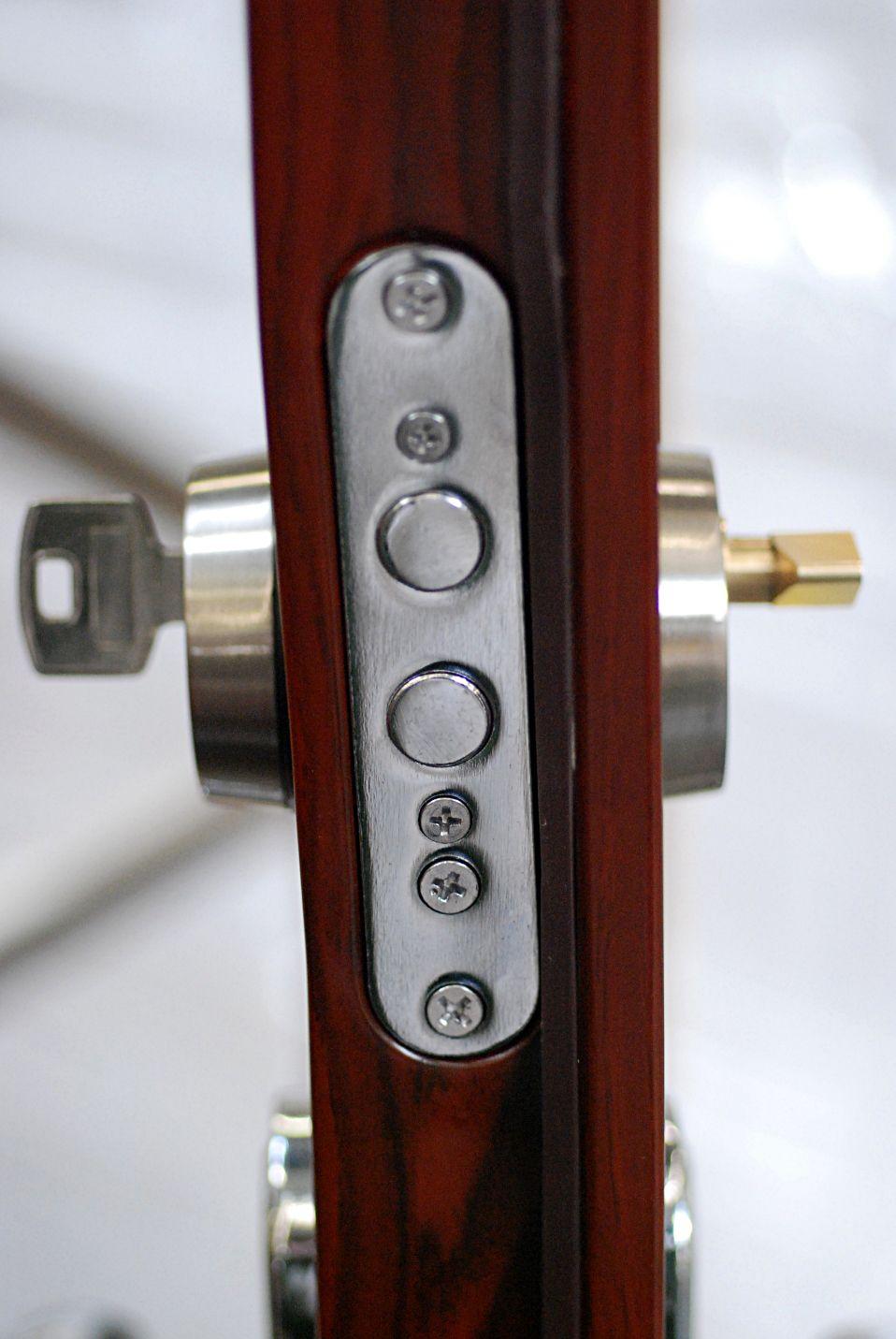 Instalación de cerraduras y bombillos antibumping: Servicios de Cerrajeros Osca Hnos. Justo
