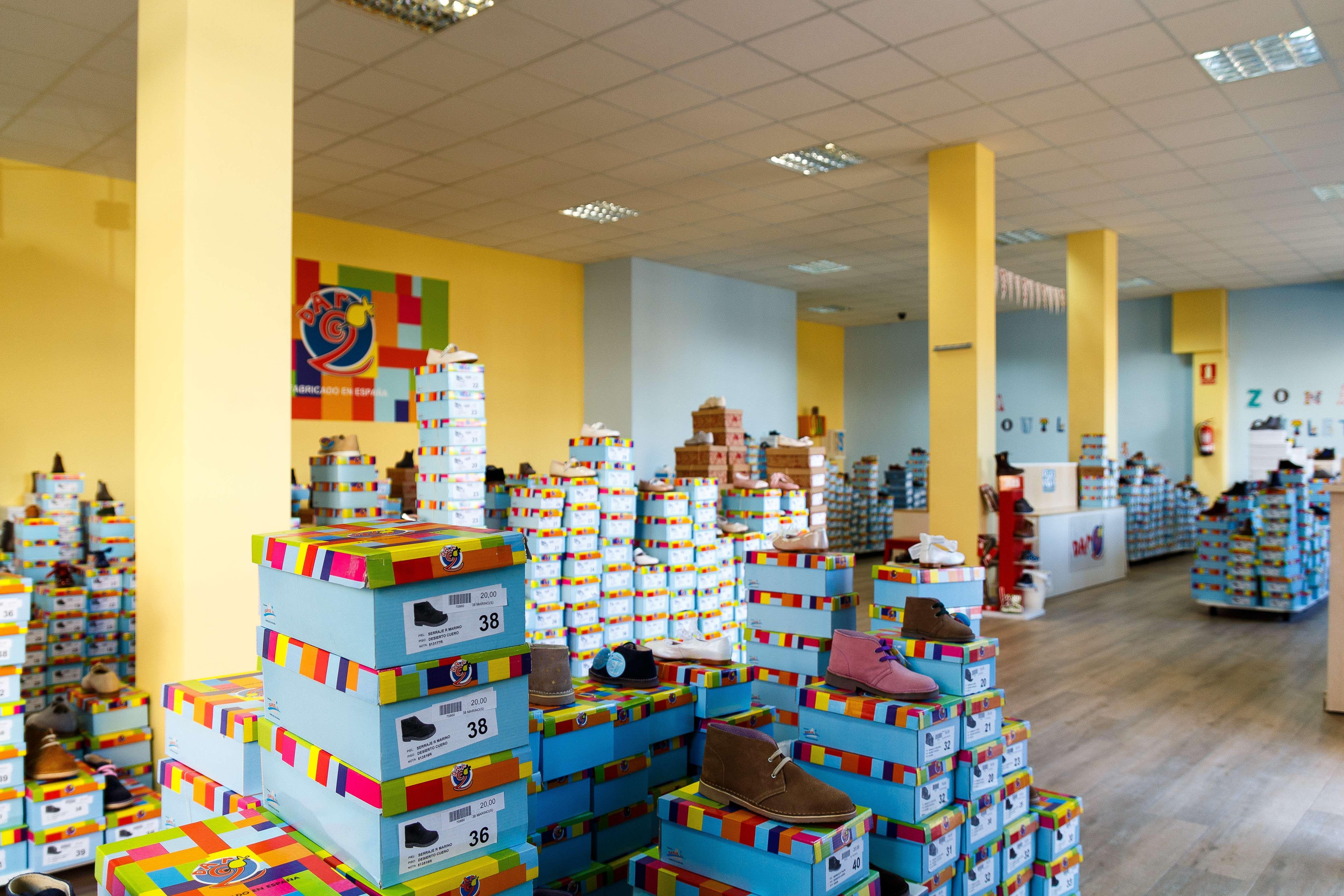 Zapatería infantil en Illueca