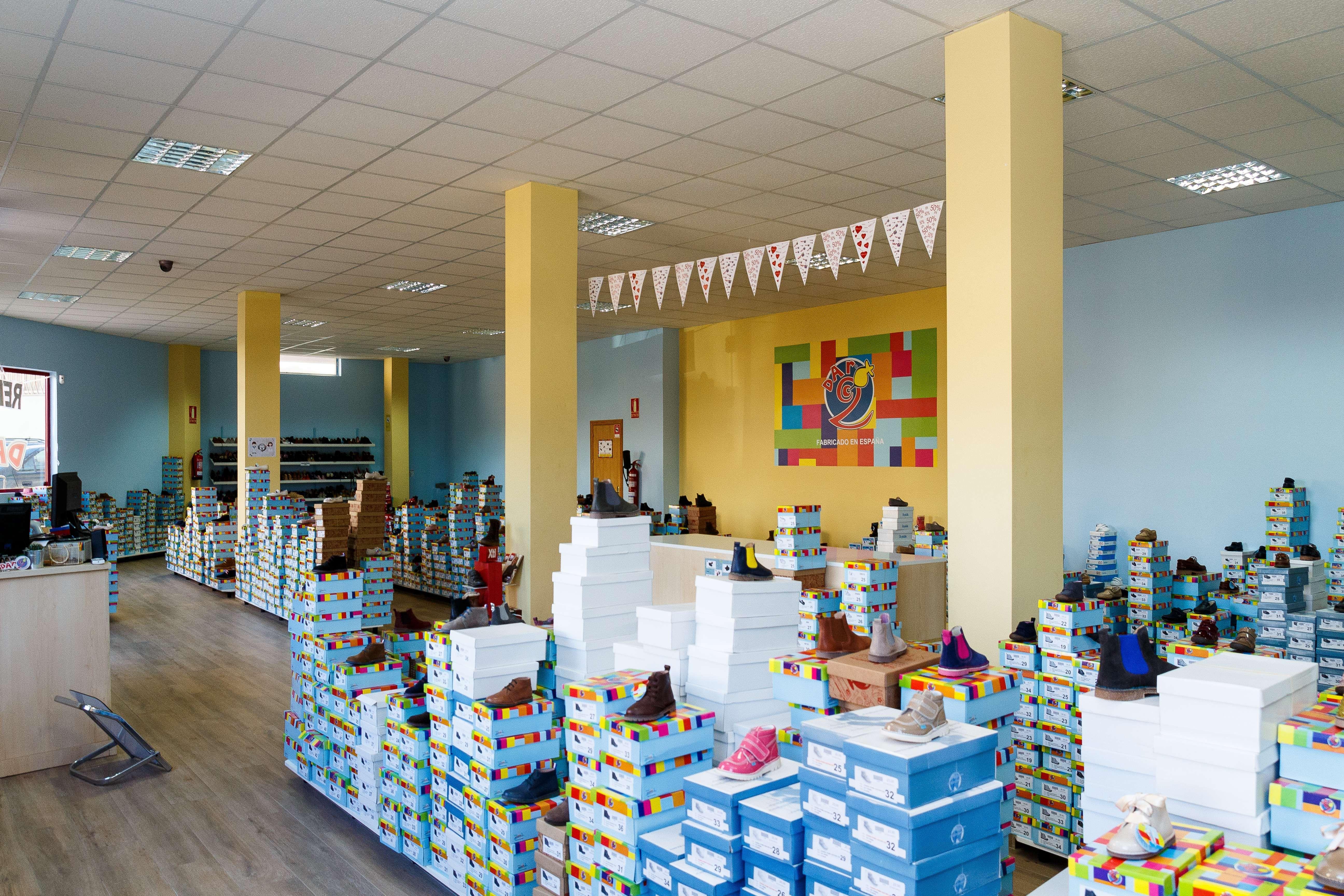 Zapatería infantil y juvenil en Illueca