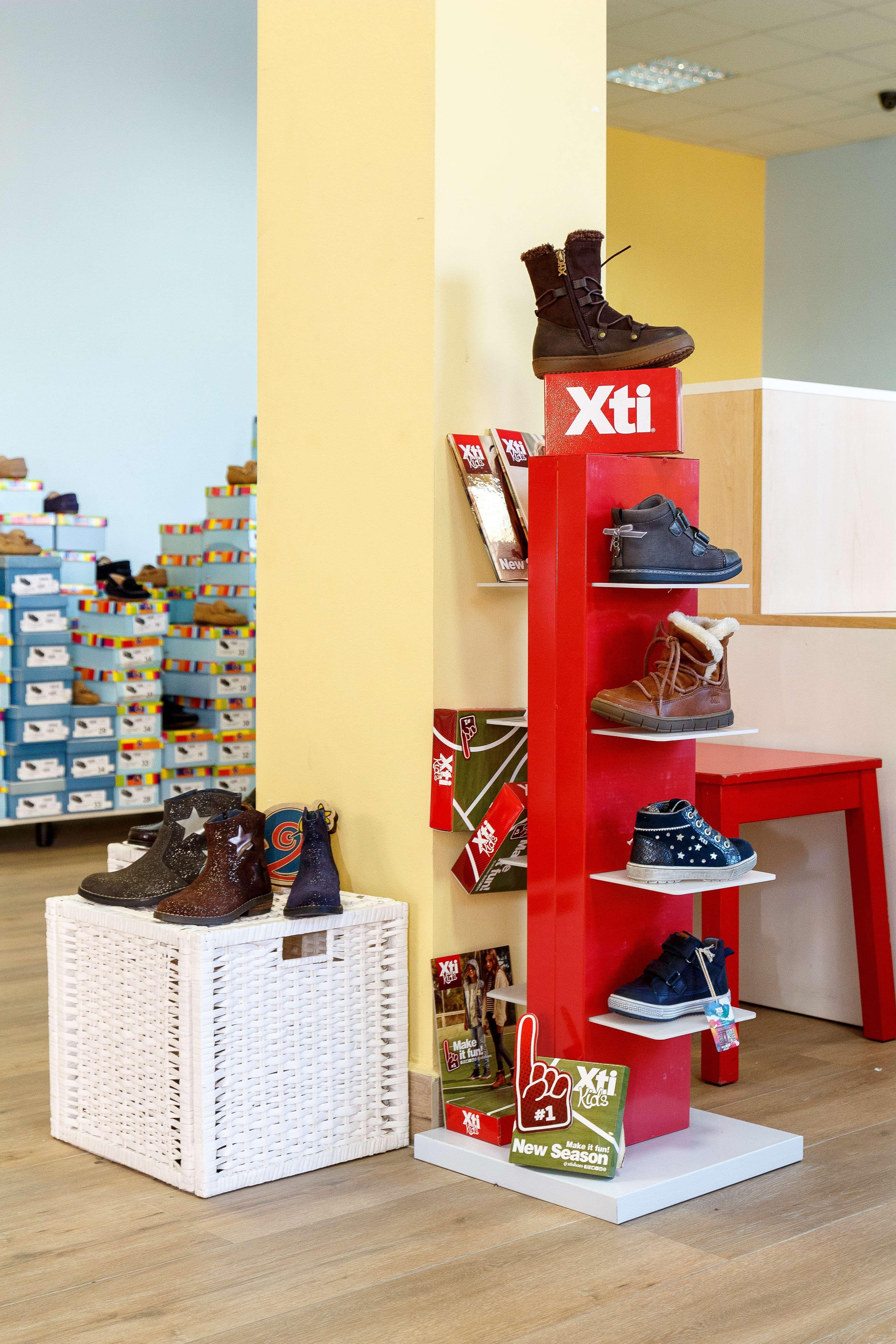 Venta de zapatos infantiles en Illueca