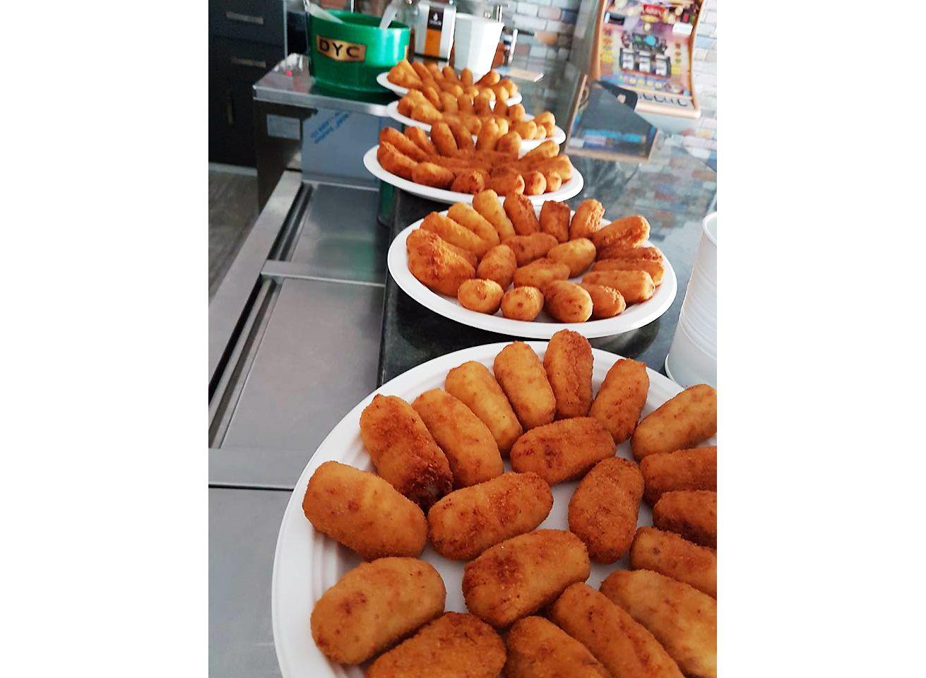 Hamburguesas, bocadillos, tapas y raciones en Colagon, Tordesillas