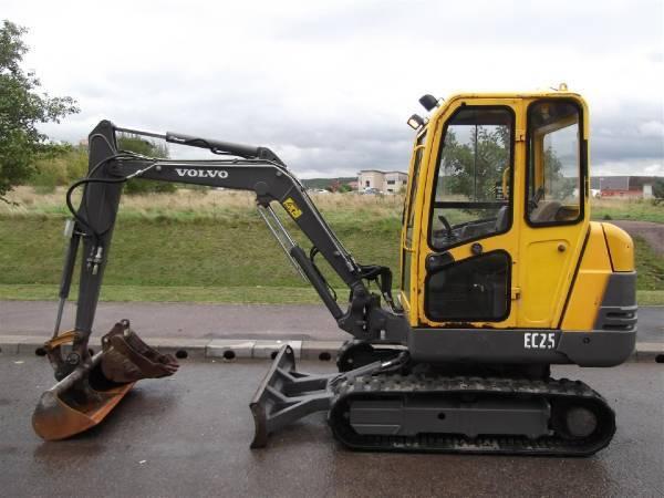 Volvo EC 25: Trabajos y Maquinaria de Excavaciones Pedro de Paz