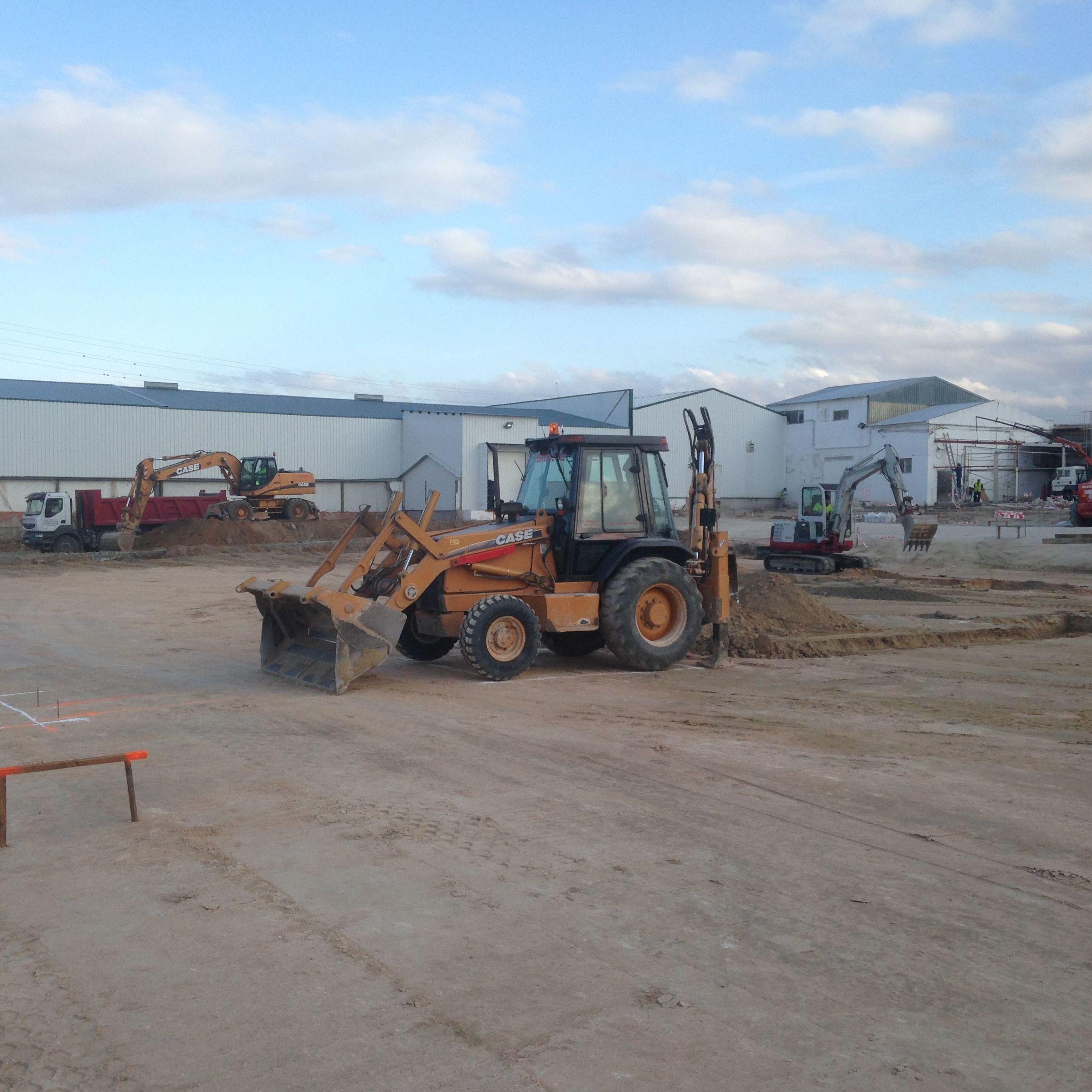 Case 580 Super M: Trabajos y Maquinaria de Excavaciones Pedro de Paz