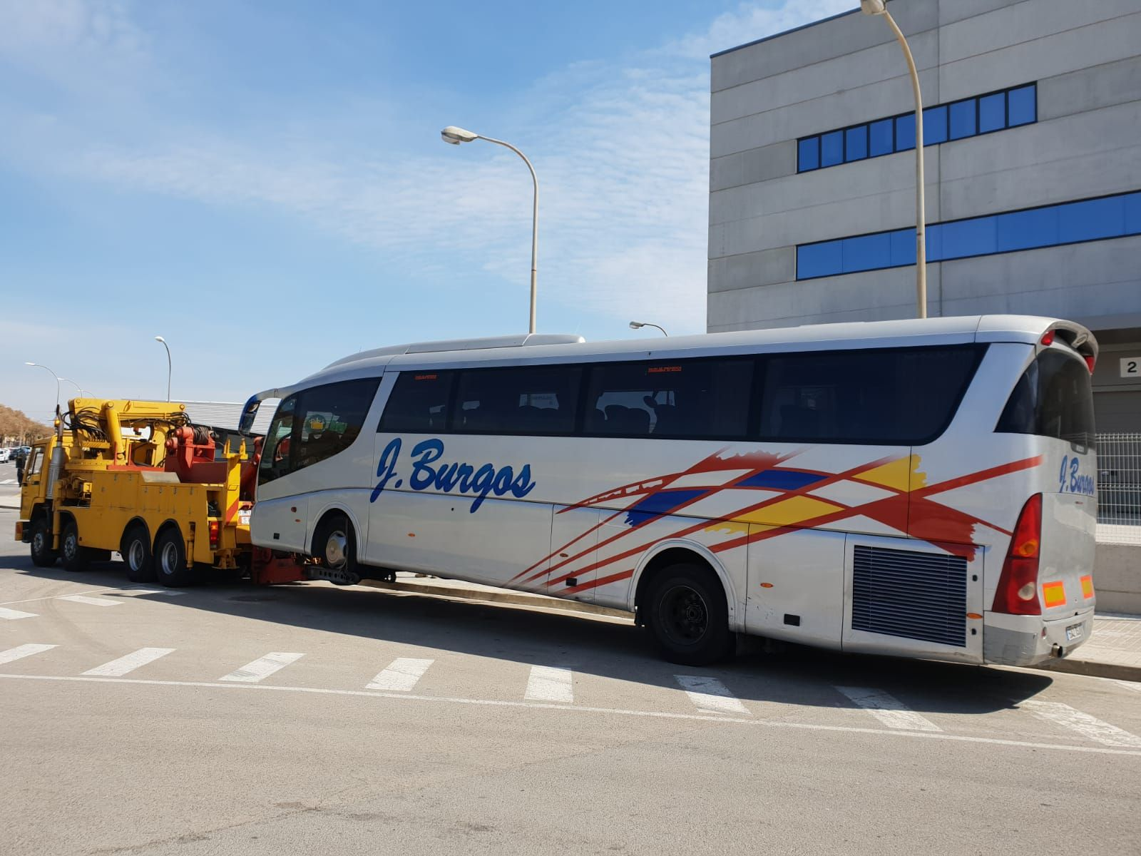 Grúas para autobuses en Hospitalet de Llobregat, Barcelon