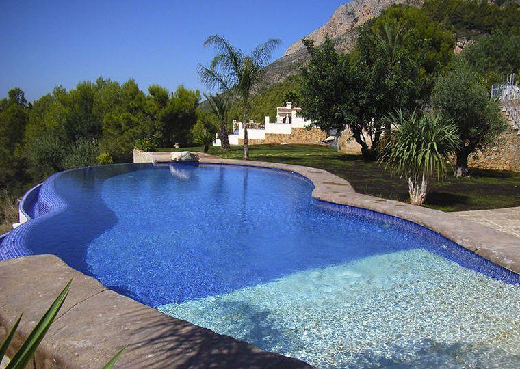Piscinas de lujo fotos casa de lujo piscina with piscinas for Piscinas de lujo