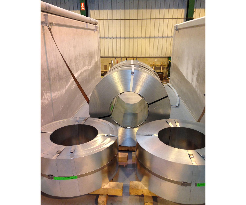 Transporte de boninas de acero en el País Vasco