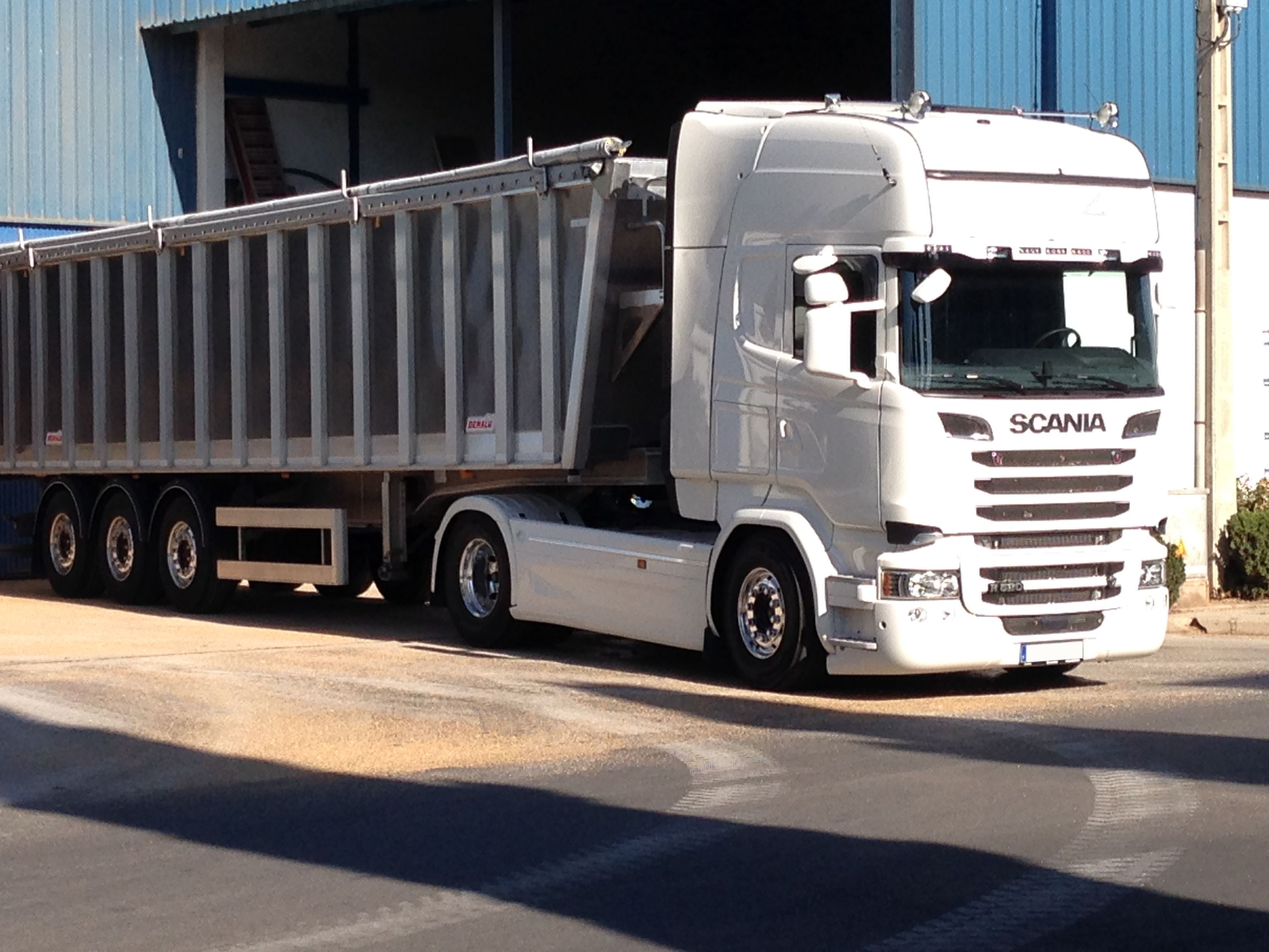 Transporte de cereales en Granada