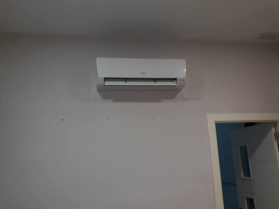 Trabajo finalizado de sustitución de aire acondicionado por otro nuevo