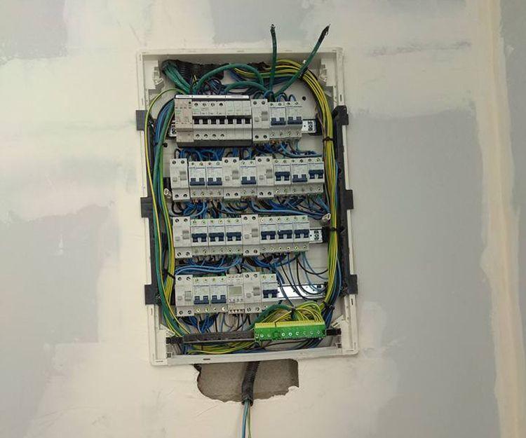 Averías, instalación y revisión de cuadros eléctricos en Sevilla