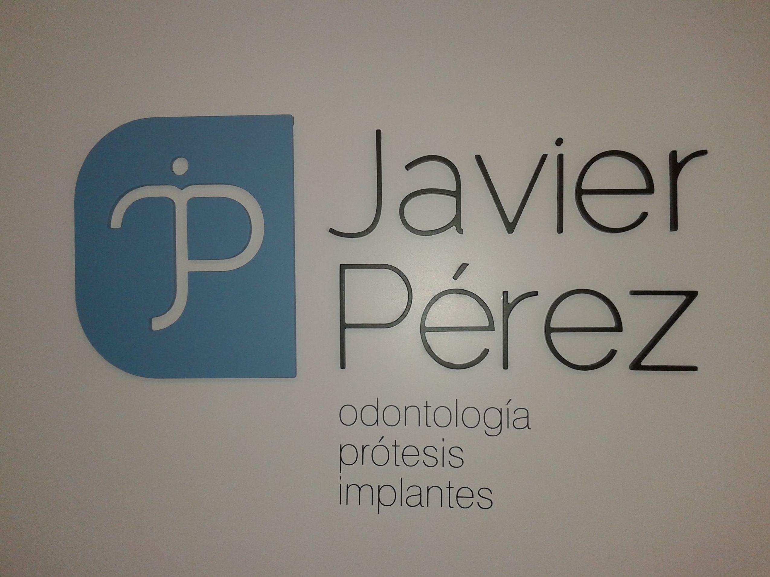 Cadiz Javier Perez dentista logo relieve mostrador