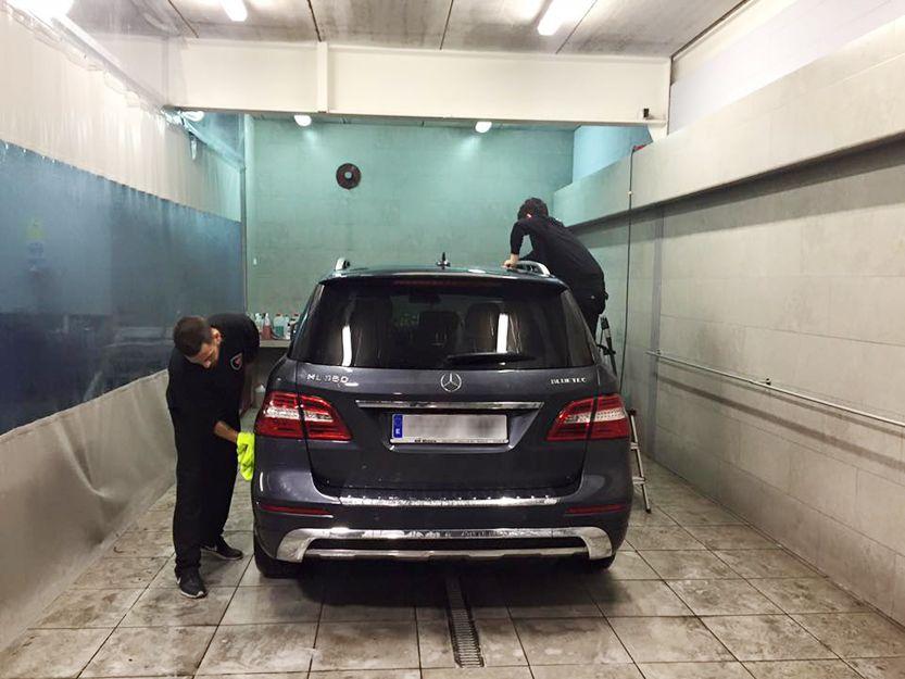 Lavado a mano de vehículos en Ripollet, Barcelona