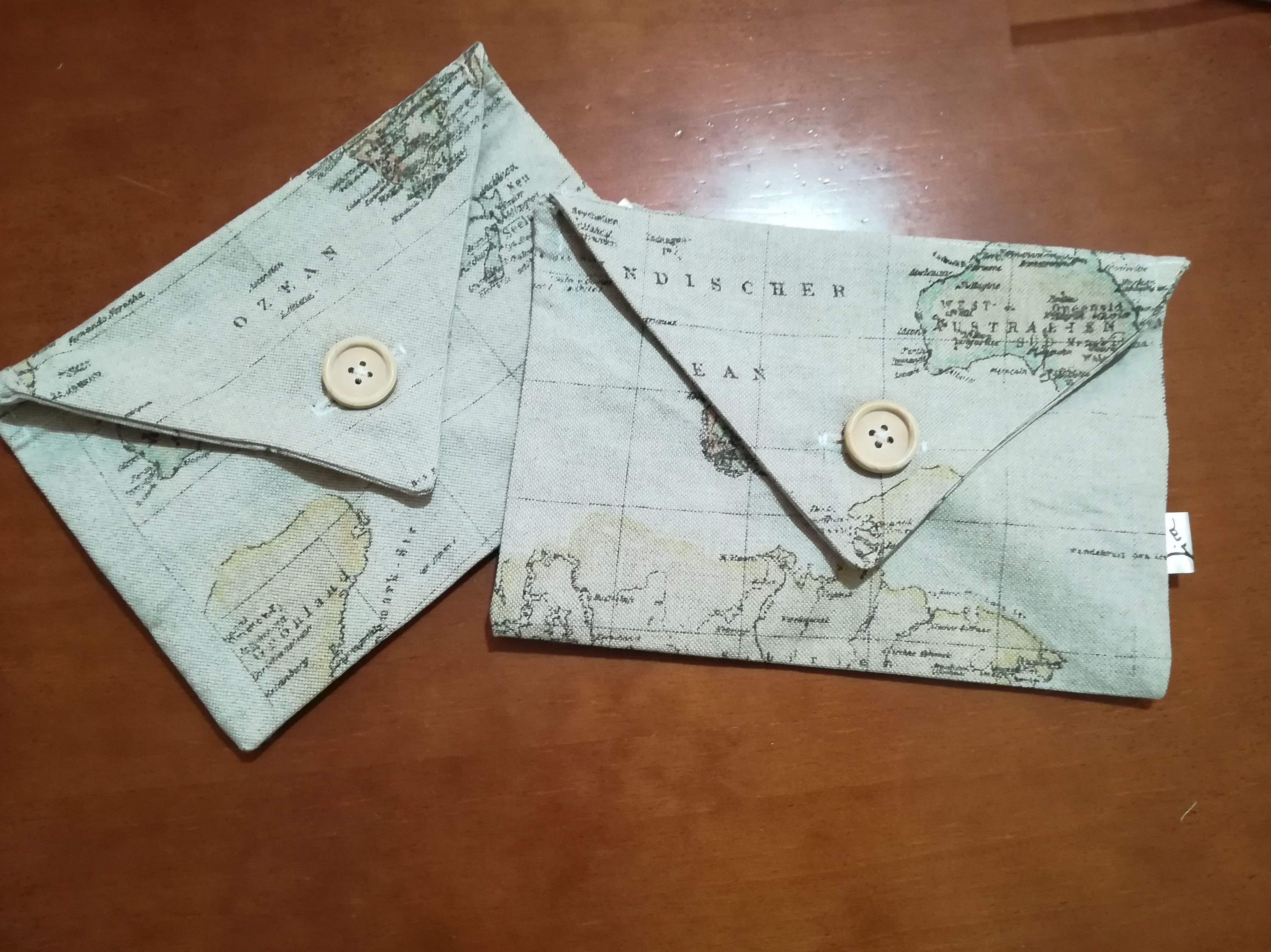 Bolsa-Sobre confeccionada en tela de Mapa Mundi. Imprescindible para cualquier Viajer@!